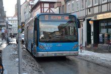 Bus der Linie 13 bei der Aula am Wilhelmsplatz im Winter